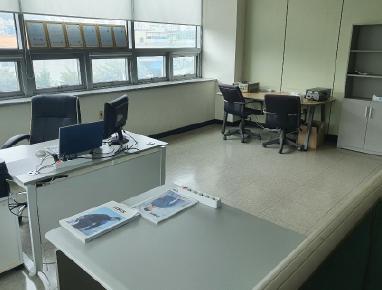 사무실 내부를 새단장했습니다.